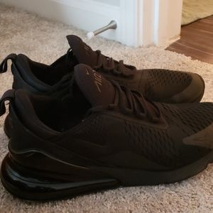 All black nike airmax 270